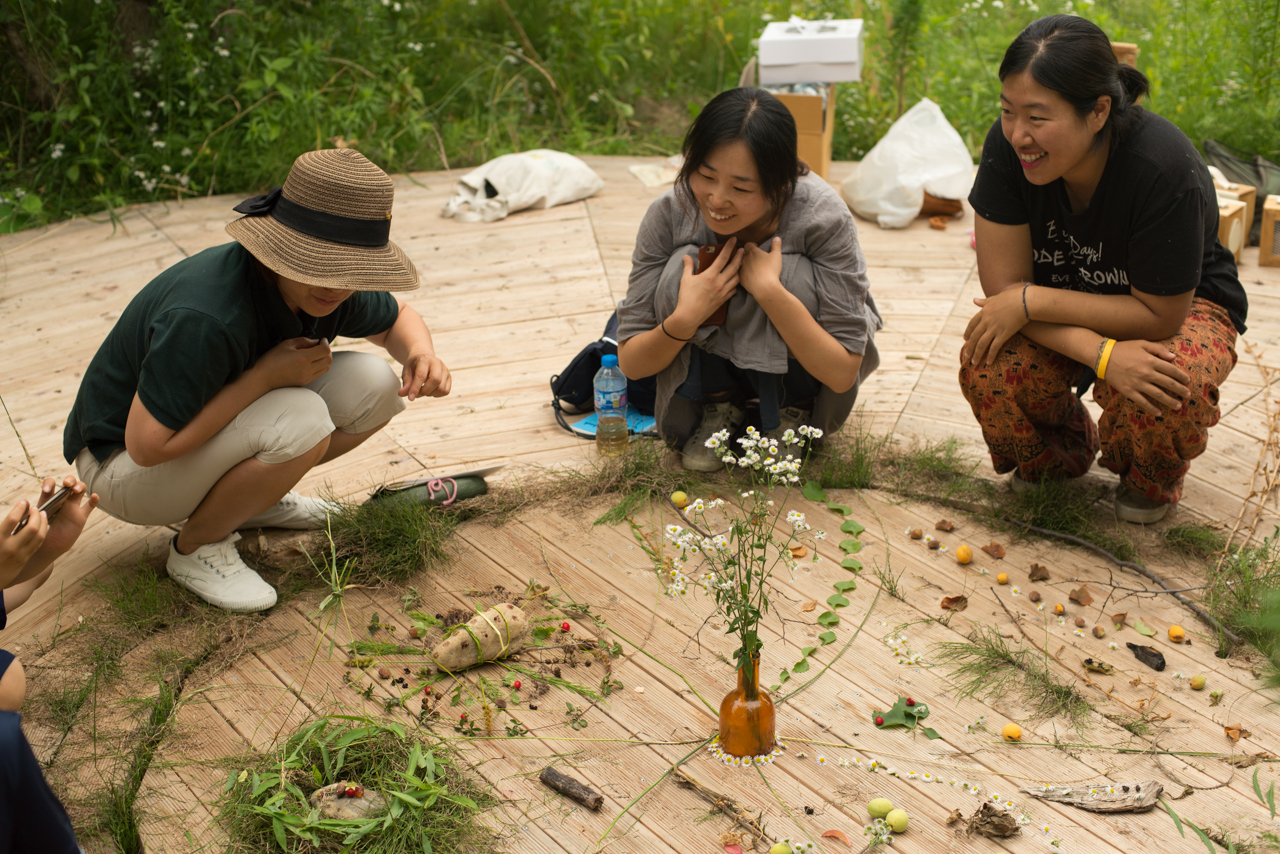 A Nature Art workshop hosted by Patrick and Suhee at Dumulmeori in South Korea
