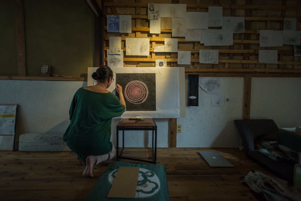 Artist Heeyoung Park works during her residency at The Branch, Osaka, Japan (2018, SocieCity / The Branch)